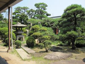 A garden outside Suminoe Ryokan