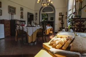Un restaurante o sitio para comer en B&B Villa Ocsia