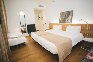 A bed or beds in a room at Hotel Zenit Budapest Palace