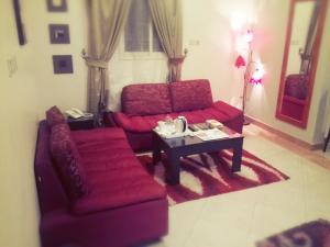 Uma área de estar em Iqamaty Hotel Apartments