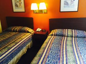 A bed or beds in a room at Super Inn