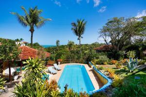 Uma vista da piscina em Pousada Jardim das Bromélias ou nos arredores