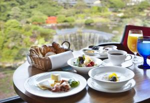 Breakfast options available to guests at Hotel New Otani Tokyo The Main