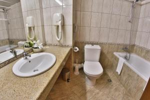 A bathroom at Riviera Beach Hotel and SPA, Riviera Holiday Club - All Inclusive