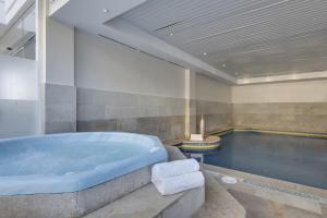 Het zwembad bij of vlak bij Alcudia Garden Aparthotel