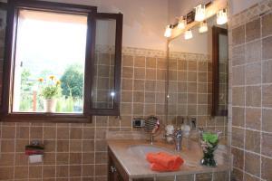 A bathroom at Villa Ana
