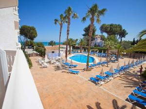 A view of the pool at Hotel Servigroup Romana or nearby