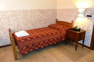 A bed or beds in a room at Hotel Nettuno