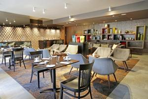 A restaurant or other place to eat at Hotel Cumbres Lastarria