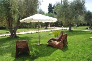 A garden outside B&B La Zudrea