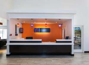 El vestíbulo o zona de recepción de Motel 6 Hollywood