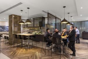 A restaurant or other place to eat at Travelodge Hotel Sydney Wynyard