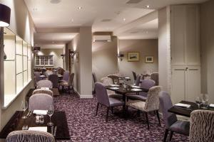 A restaurant or other place to eat at Mercure Norwich Hotel
