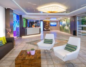 De lobby of receptie bij Hotel Kaktus Playa