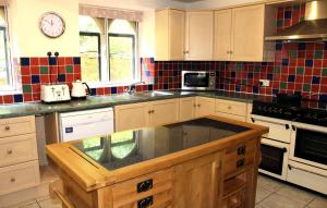 A kitchen or kitchenette at Trade Digs Chalford