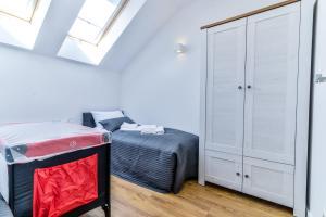 Łóżko lub łóżka w pokoju w obiekcie Liliowa 12