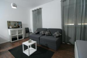 A seating area at Charm Apartments And Rooms