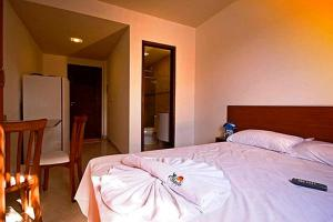A bed or beds in a room at Pousada Beija Flor