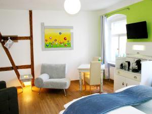 A seating area at Ventura's Hotel und Gästehaus