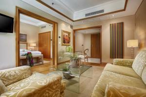 Część wypoczynkowa w obiekcie Rodos Park Suites & Spa