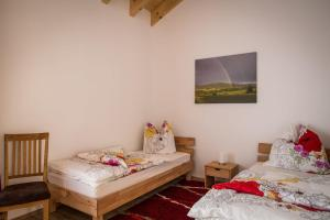 Ein Bett oder Betten in einem Zimmer der Unterkunft Ferienwohnung Dormettinger Lindenhof