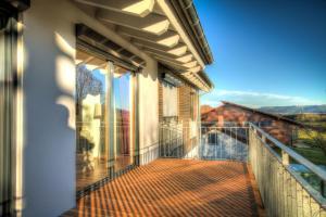 Ein Balkon oder eine Terrasse in der Unterkunft Ferienwohnung Dormettinger Lindenhof