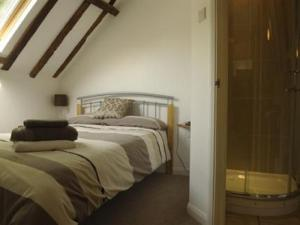 A bed or beds in a room at Lower Bell