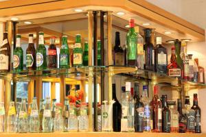 Getränke in der Unterkunft Bastion Hotel Düsseldorf Neuss