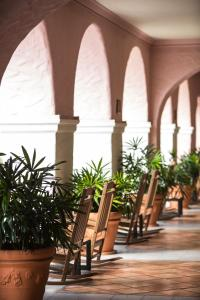 A restaurant or other place to eat at The Vinoy® Renaissance St. Petersburg Resort & Golf Club