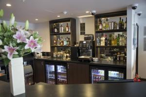 The lounge or bar area at Ramada Milton Keynes