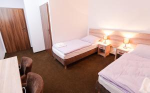 Łóżko lub łóżka w pokoju w obiekcie Pałac nad Jeziorem