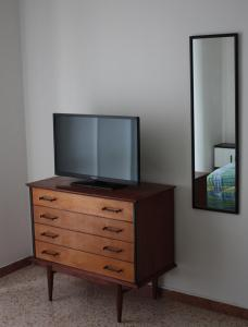 A television and/or entertainment center at Affittacamere Parco dei Canapè