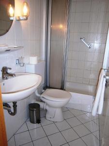 A bathroom at Hotel Strauss
