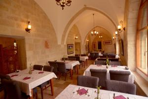 A restaurant or other place to eat at St. George's Cathedral Pilgrim Guesthouse – Jerusalem
