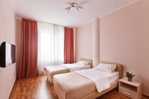Кровать или кровати в номере Дом Апартаментов Тюмень