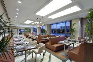 مطعم أو مكان آخر لتناول الطعام في هيلتون غاردن إن اسطنبول بايليكدوزو
