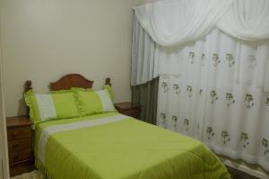 A bed or beds in a room at Minha casa em Canela