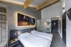 A bed or beds in a room at Star Lodge Hotels