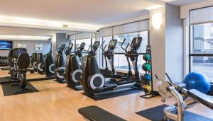 The fitness center and/or fitness facilities at Calgary Marriott Downtown Hotel