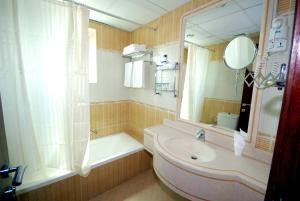 A bathroom at Al Bustan Tower Hotel Suites