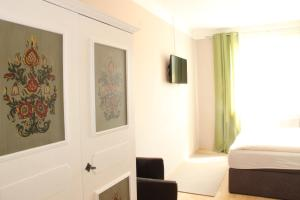 Ein Sitzbereich in der Unterkunft Gasthaus Schmid
