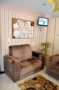 A seating area at Hotel Duarte