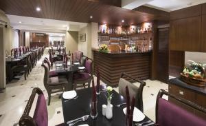 A restaurant or other place to eat at Hotel Casa Fortuna