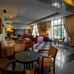 A restaurant or other place to eat at Hotel Metropole