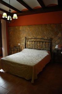 A bed or beds in a room at Posada el Mirador