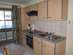 Küche/Küchenzeile in der Unterkunft Ferienwohnung Kollmaier Otto