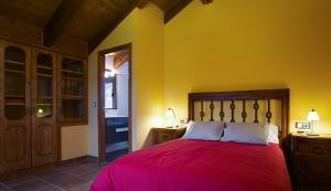 Cama o camas de una habitación en Casa Rural O Fraginal