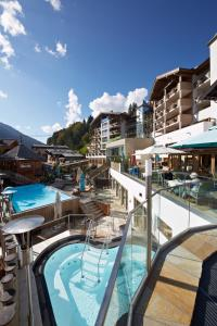 A view of the pool at Hotel Alpine Palace or nearby