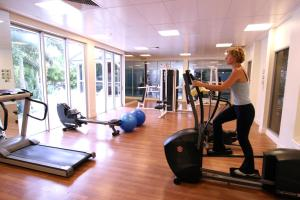 The fitness center and/or fitness facilities at Mantra Towers of Chevron