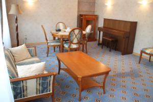 Гостиная зона в Hotel КTC Ugra-Classik